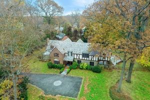 Designer Home in Flower Hill Section of Manhasset